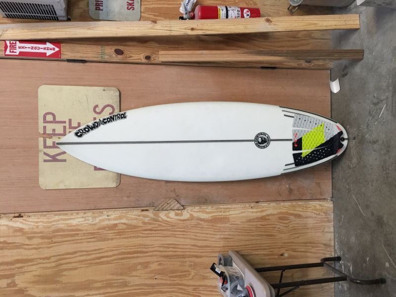 Crowd Control Surfboard thumb tail fcs2 with new traction
